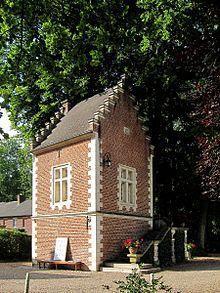 220px chateau de lapree pigeonnier